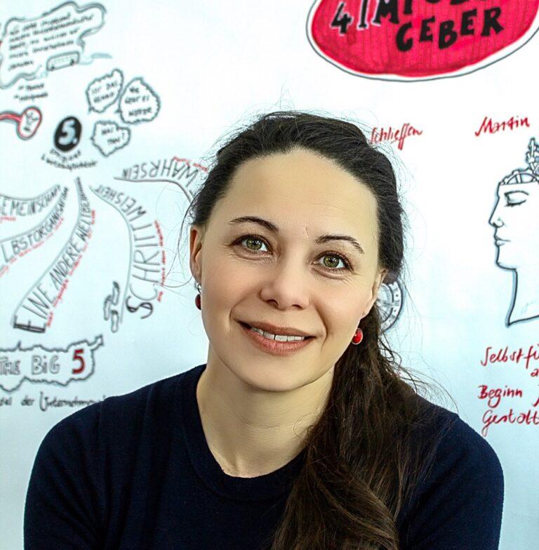 Liane Hoder vor Graphic Recording